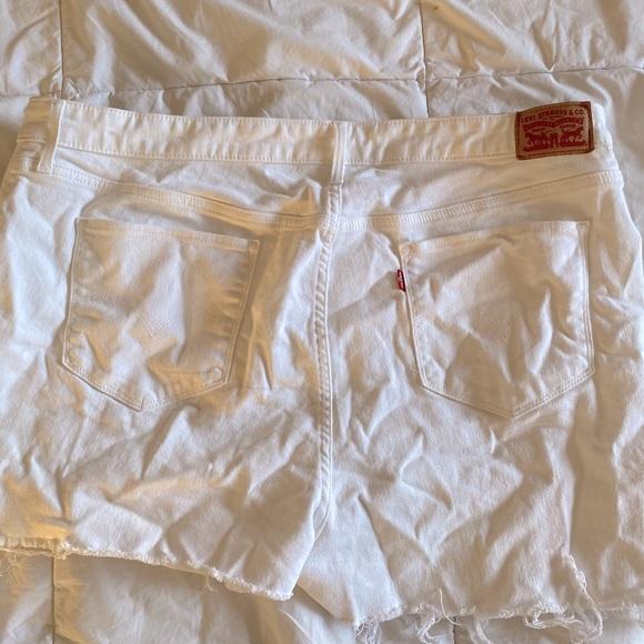 Levi Cut Off Shorts 🌟